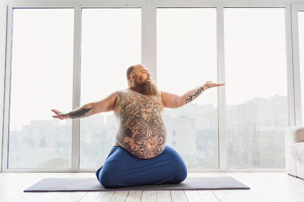 Татуированный йог-жиробас